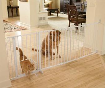 Maxi Walk-Thru Pet Gate with Pet Door