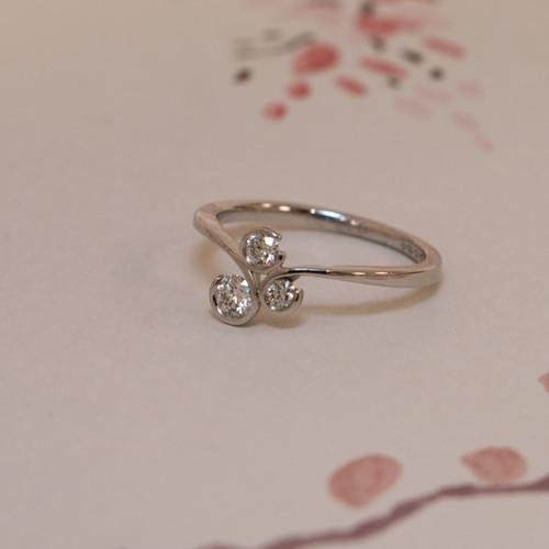 18ct White Gold 0.30ct Brilliant Cut Diamond Swirl Ring