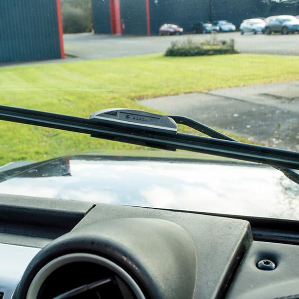 Defender & Range Rover Classic Aerotwin Flat Wiper Blade Bosch - LR079891F