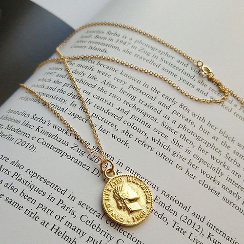 Retro Gold Silver Color Portrait Round Alloy Coin Pendant Minimalist Figure Face Chain Choker Necklace Women Party Jewelry