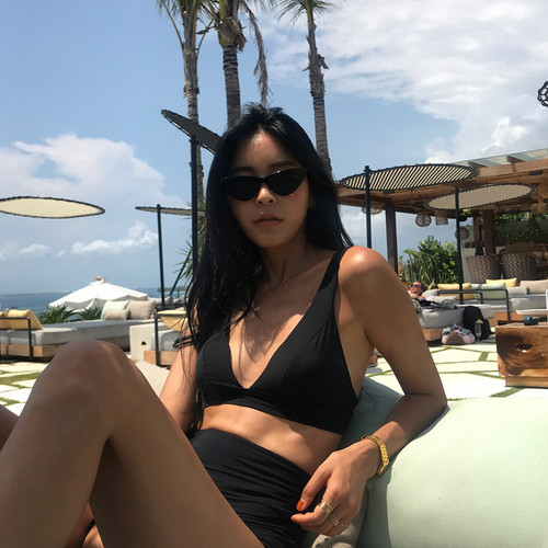 Korea's New Triangle Big Chest Sexy High Waist Hot Spring Bikini Retro Black and White Split Two-piece Swimming Suit
