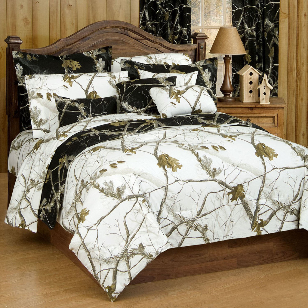 Realtree AP Black/AP Snow Camo Comforter Set Reverse