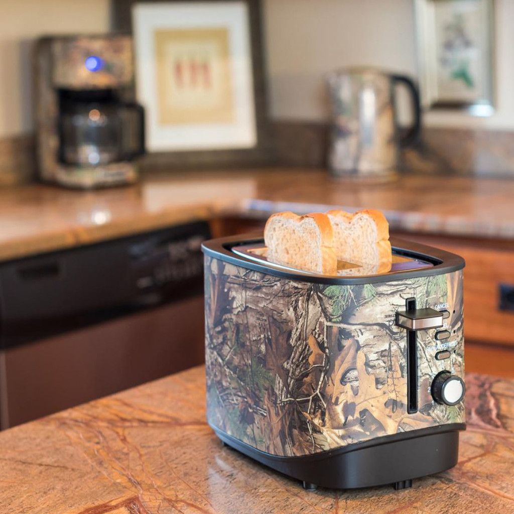 Magic Chef 2-Slice Toaster in Use