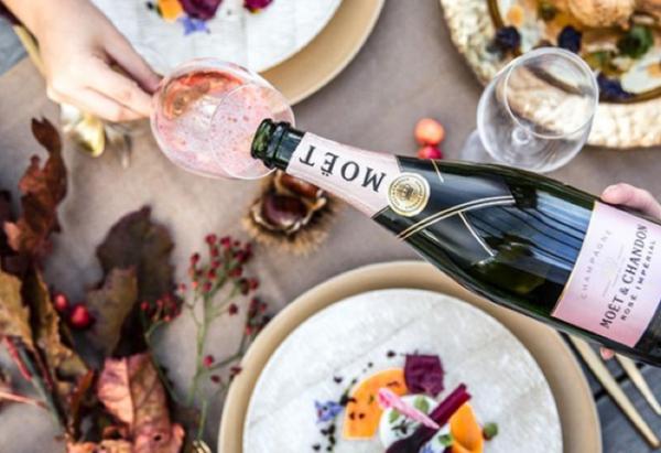 Cascading Moët & Chandon Rosé Champagne