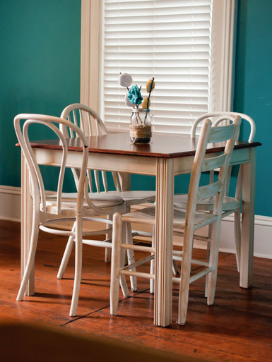 Dining Table Bordeaux