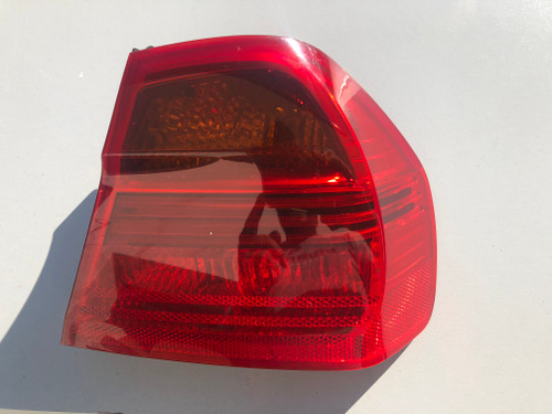 BMW E 90 SEDAN  2004-2008 USED RH OUTER TAIL LIGHT 6 937 458