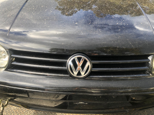 VW GOLF MK4 USED BLACK GRILLE WITH VW BADGE C9Z PAINT CODE