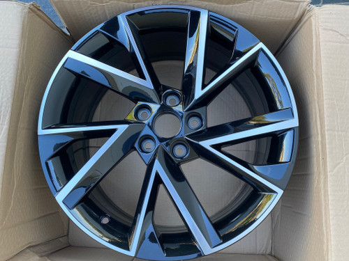 SKODA OCTAVIA NEW GENUINE 18 INCH MAG WHEEL 5E0 601 025 BM