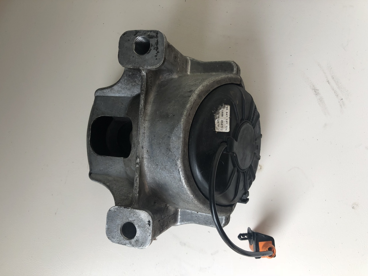 Audi A4 B8 Audi A5 2l Turbo Cdn Engine Used Lh Engine Mount Parts