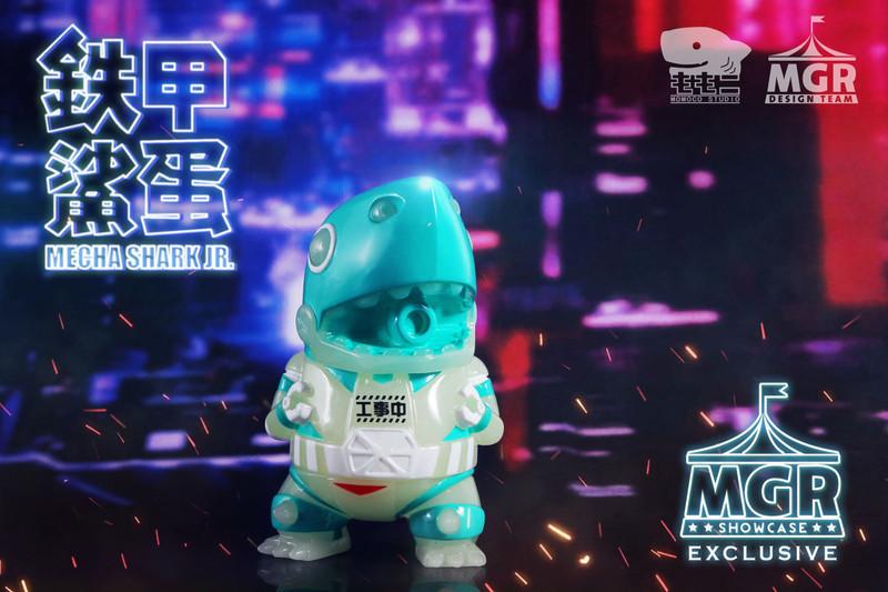 Mecha Shark Jr. Night Engineering by Momoco PRE-ORDER SHIPS LATE JUN 2020