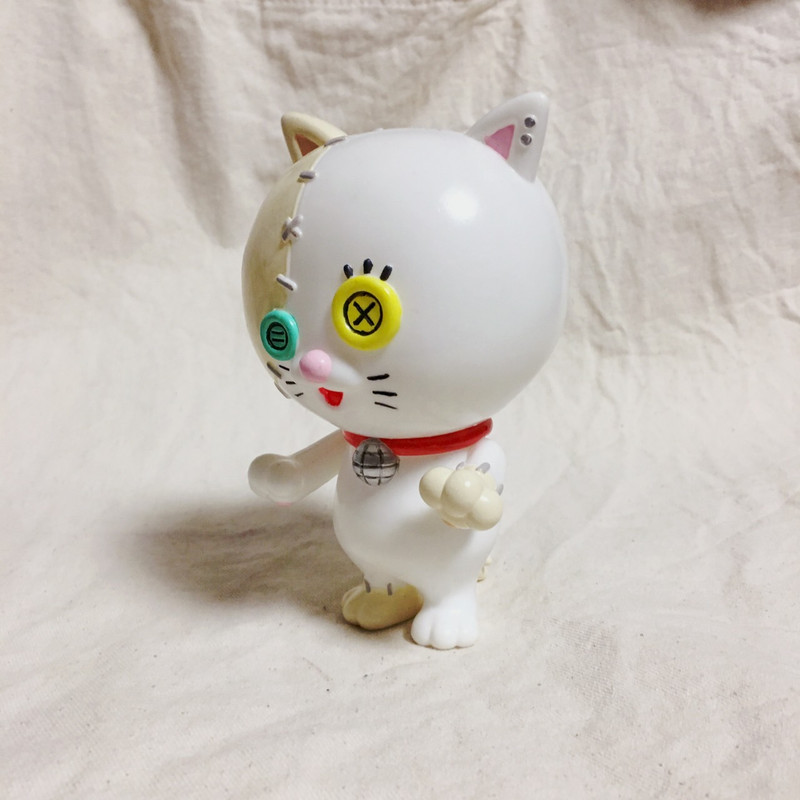 Medibutton White Cat Hand Painted by MAMES