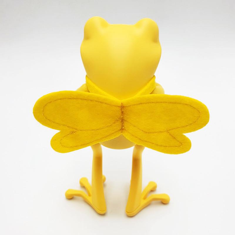 APO Frogs Bee's Knees by Twelvedot