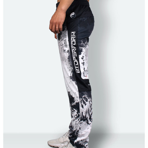 ROARING TIGER [TRP-38] Training pants