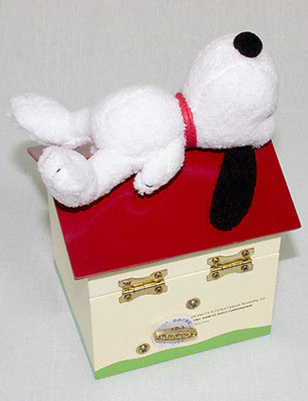 "Peanuts,Snoopy ""Yesterday once more"" Music Box Snoopy on Doghouse JAPAN"