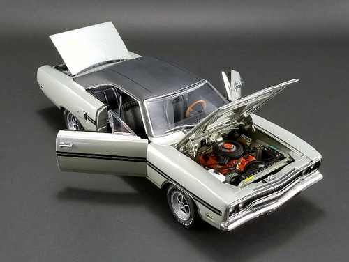1970 Plymouth GTX - Silver Metallic with Vinyl Roof