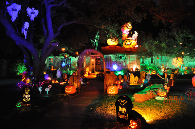 Don't Miss Out On The Spookiest Halloween Lights of 2019