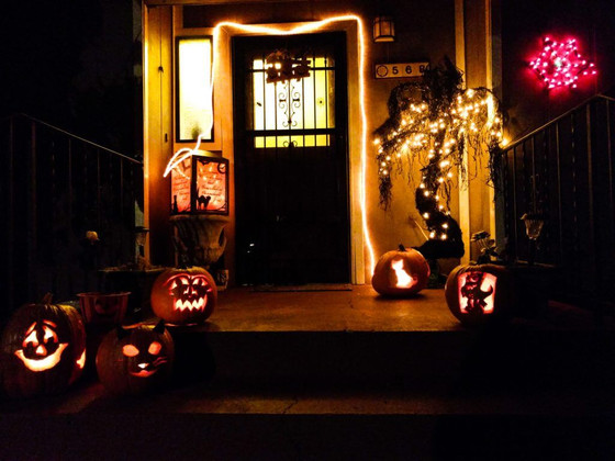 10 Halloween Lighting Ideas That Will Scare Your Guests