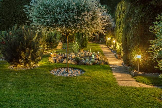 Summer Garden Lighting Ideas to Spruce up Your Backyard