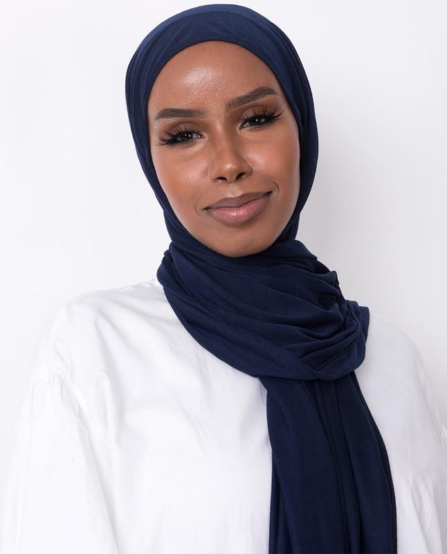 Khadija deejxlee navy hijab