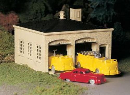 Bachmann 45610 O Fire Station w/Trucks