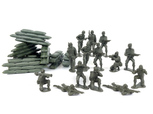 New-Ray Plastic Toy Soldier Set Figures and Sandbag Combo 1/32 Scale 54mm