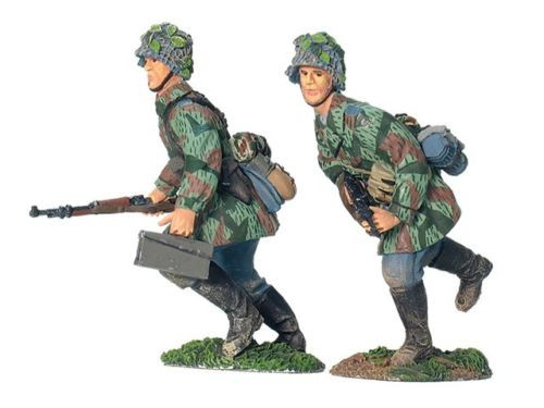 W Britain 17765 German Luftwaffe Field Division Advancing No 1 WWII 1/30 Scale