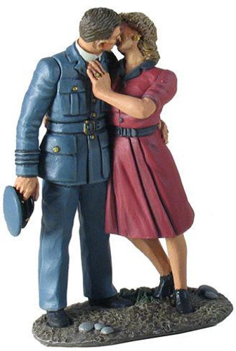 """W Britain World War 2 25025 """"I'll Be Seeing You"""" - RAF Pilot and Girl Kissing Goodbye"""