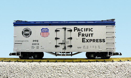 USA Trains R16005A Pacific Fruit Express SP/UP Refrigerator Car G Gauge