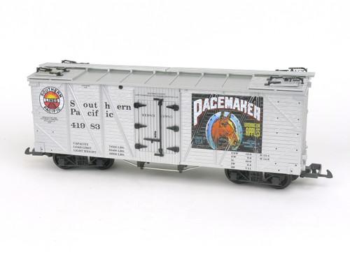 USA Trains R15026A G Gauge Outside Braced Refrigerator Car