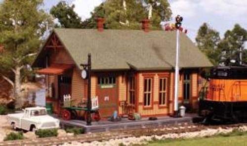 Woodland Scenics 5207 N Pre-Fab Woodland Station Kit