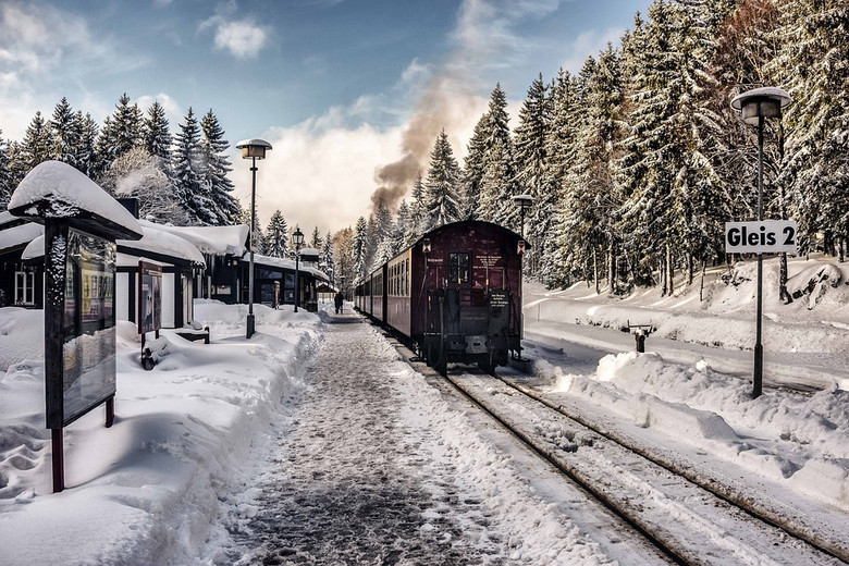 Trains and Toy Soldier presents the best of youtube, Trains vs Snow