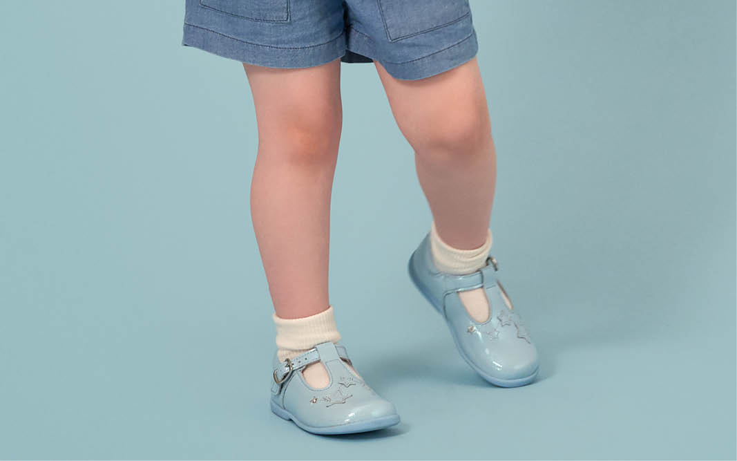 Advise kids shoes - what is fitted footwear?