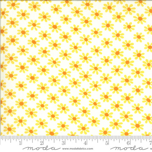 Moda Fabrics - Daisies Cloud - Blooming Bunch  - Maureen McCormick