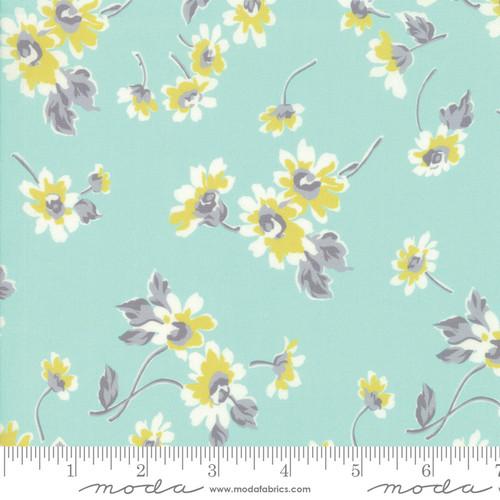 Moda Fabrics - Tossed Flowers in Morning Dew - Flour Garden - By Linzee Kull McCray