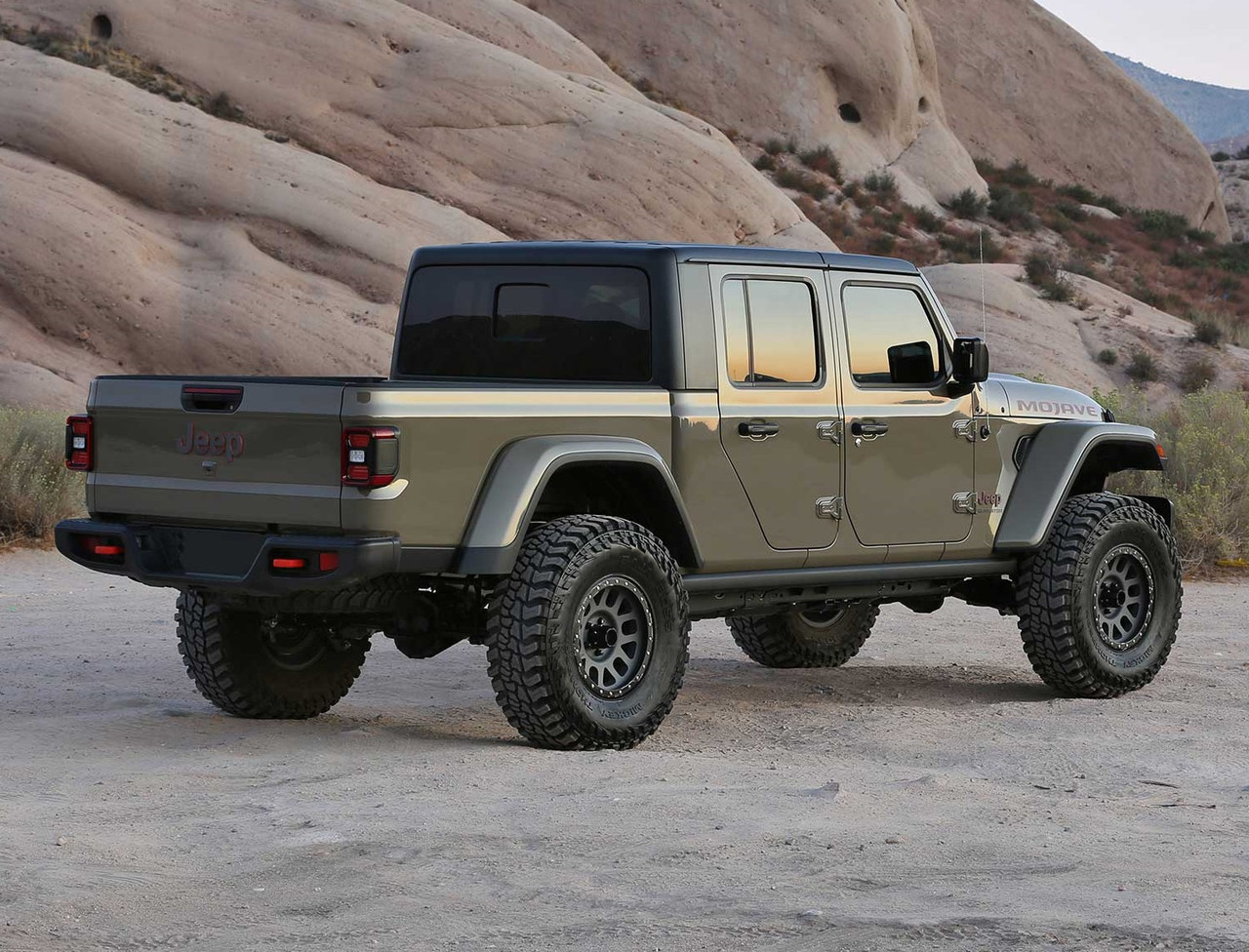 """Fabtech 2"""" Trail Lift Kit With Shock Extensions For Jeep Gladiator Mojave - K4185"""