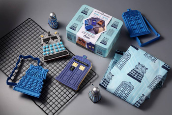 DOCTOR WHO BAKING SETS #1 DALEK AND TARDIS COOKIE CUTTER & APRON