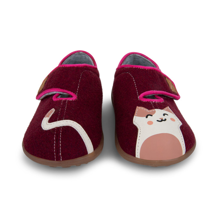 Front-Right Side view of Cruz II Berry Kitty Slipper