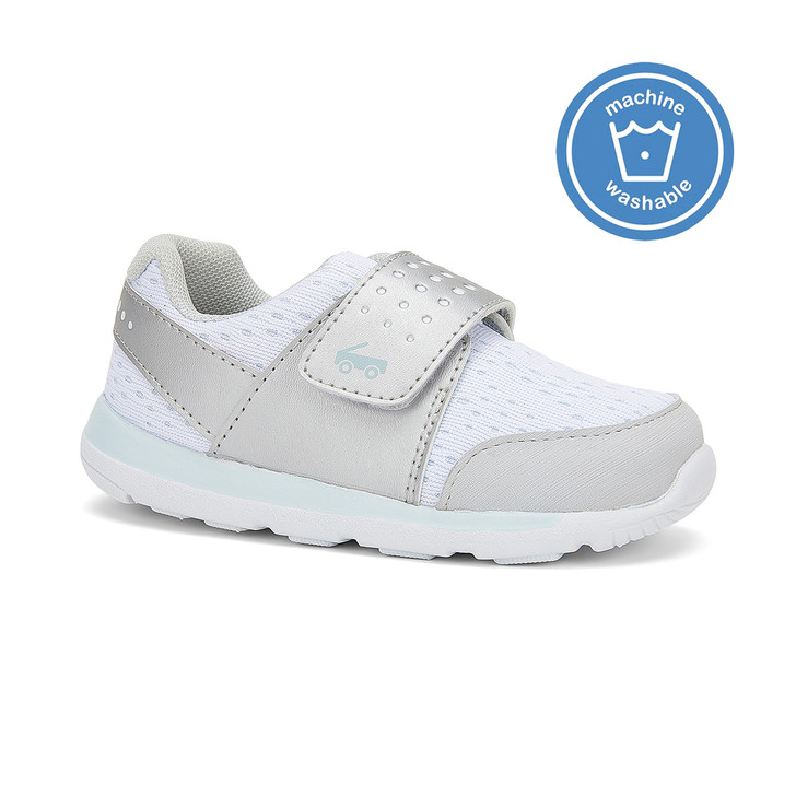 Front-Right Side view of the Ryder FlexiRun White shoe