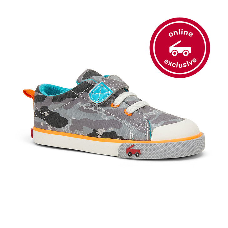 Front-Right Side view of the Stevie Gray Camo Clouds shoe