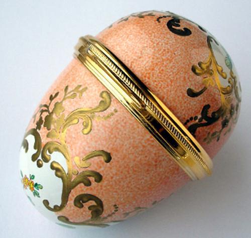 Staffordshire Peach Sevres Egg