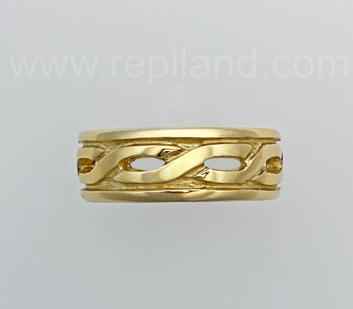 Twisted knotwork band with rims.