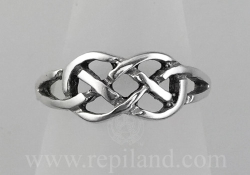 Neamhain Ring, simple, classic knotwork ring, top view