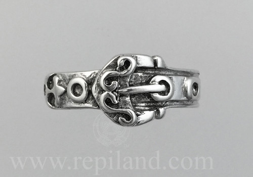 Top view of Dìleas Ring, inspired by a belt