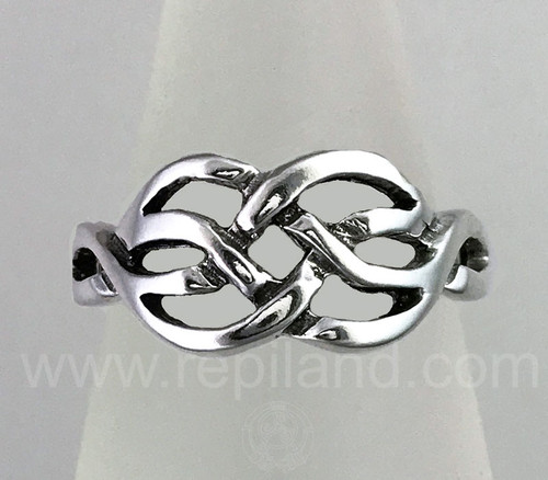 The Catrin knot ring with graceful curved knotwork.