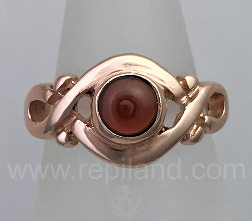Kerenza Ring with curves surrounding a 6mm gem.
