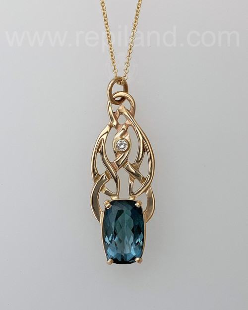 Sága Pendant with 7.04ct Indicolite Tourmaline & 10pt Diamond.