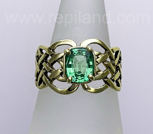 Sionnach Ring with 1.73ct Tsavorite Garnet.