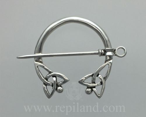 Eynhallow Penannular with pierced knot ends.