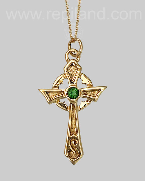 Misneach Cross in 14kt yellow gold with a 4mm Green Tourmaline.