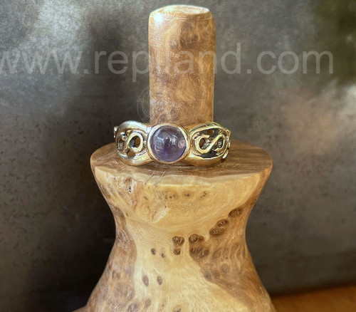 Curved lines, infinity symbols and a 6mm gemstone.